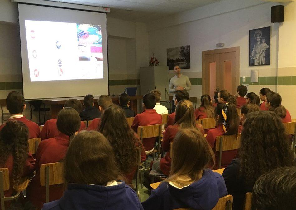 Charla sobre microbiología para los alumnos del Colegio San Juan Bosco