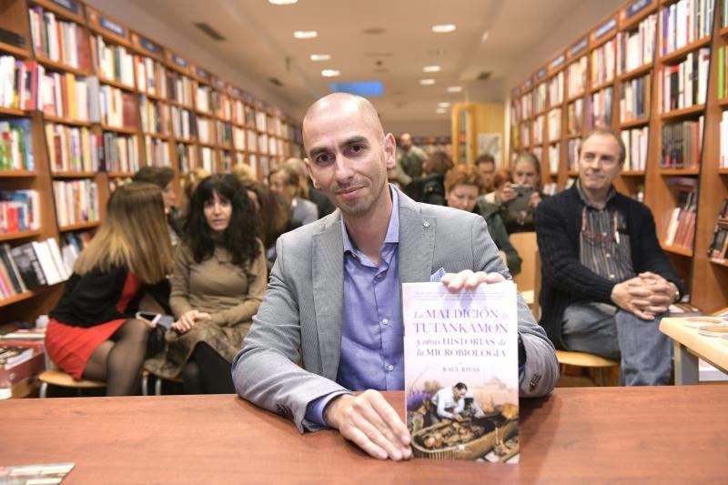 Raúl Rivas revela el potencial de los microorganismos en 'La maldición de Tutankamón'
