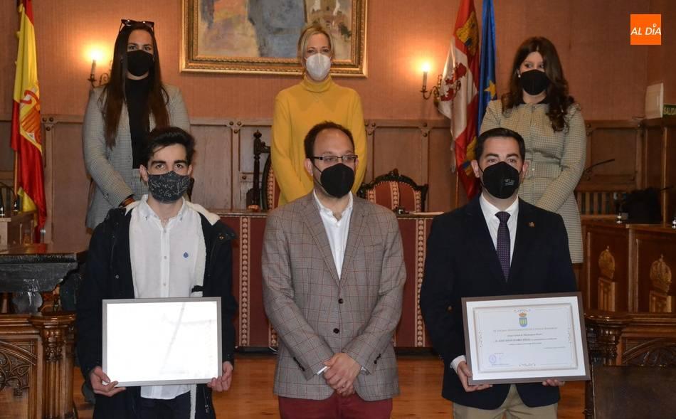José David Flores Félix y Jaime Bajo da Costa reciben su título de 'Mirobrigenses Ilustres'